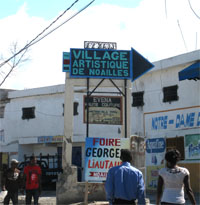 Signalisation à l'entrée du village de Noailles